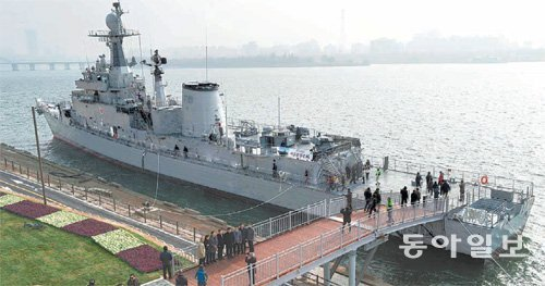 Seoul City opens Warship Seoul Park on Han River