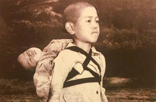 Pope chooses a photo of Nagasaki victims for New Year's card