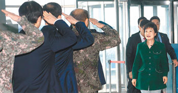 1st salute to Pres.-elect Park