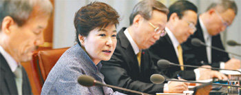 President Park regrets officials` inappropriate comments