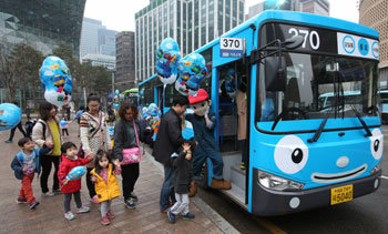 Children hop on `Tayo` character buses