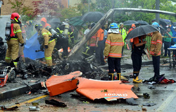 Helicopter crash kills 5 rescue workers