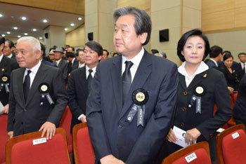 Rival parties leadership at former president`s memorial service
