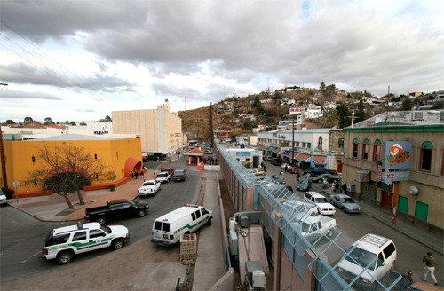 米・メキシコ国境にコンクリートの壁をつくれば環境破壊は?
