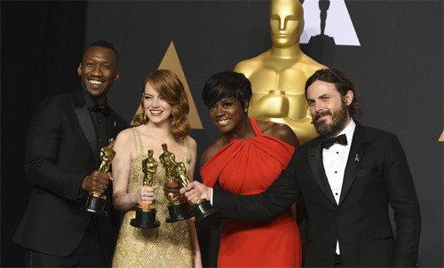 男女助演賞は共に黒人、アカデミー賞89年の反乱