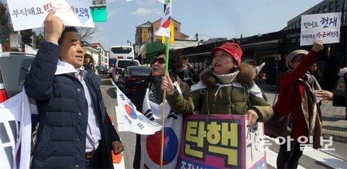 「朴大統領亡命」「5対3で棄却」…弾劾審判決定を控え偽ニュースが氾濫