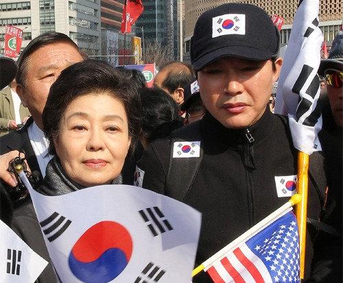 朴元大統領の妹・朴槿令氏、集会で「政治的他殺」と主張