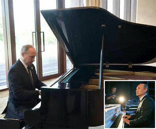 何でもできるプーチン大統領、習近平主席を待っている間にピアノ演奏