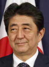 安倍首相支持率1ヵ月で13%暴落