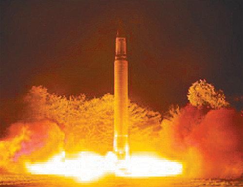 ミサイルほど強力な金正恩氏の宣伝扇動