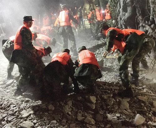中国四川省の有名観光地でM7.0の大地震
