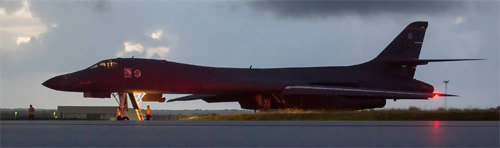米爆撃機「死の白鳥」、北朝鮮の公海上まで飛行