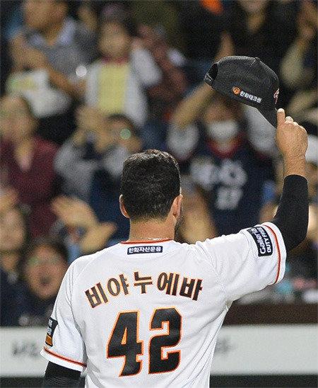 ハンファのニヤヌエバが告別会見「MLBを追随しないでKBOならではの道を」