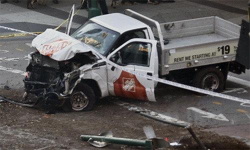 9・11現場から1キロ、マンハッタンで車突入し8人死亡