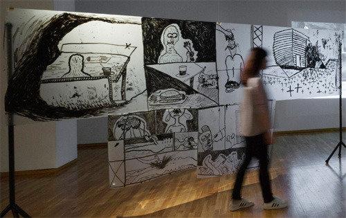 ありのままの美…錦湖美術館の「Bカットドローイング」展