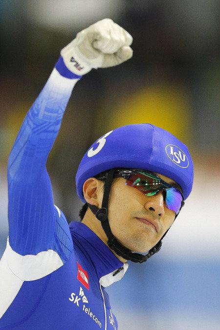 李承勲がマススタートで金メダル、スピードスケートW杯第1戦