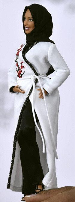「ヒジャーブバービー人形」を初公開…米フェンシング選手、ムハンマドを真似して製作