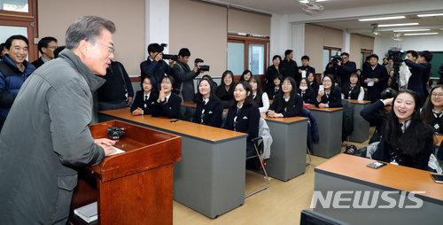 文大統領、浦項地震の被災地を初訪問