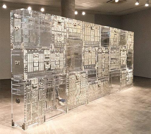 中が透けて見える伝統家具「鄭求昊スタイル」、白骨銅―朝鮮バンダジとタンス」展