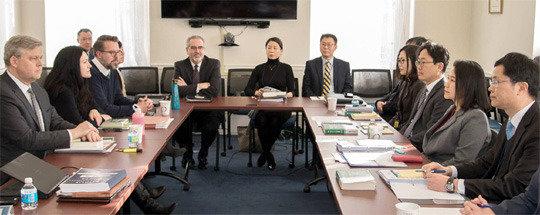 韓米FTA改正交渉の初日、米側は自動車の貿易赤字問題を集中的に提起