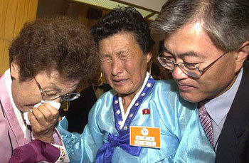 文在寅秘書官、北朝鮮のおばと再会