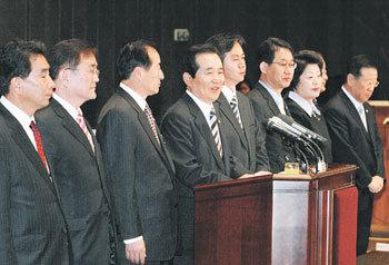 ウリ党の臨時執行部 : 東亜日報
