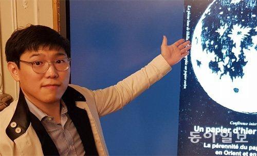 """박물관 '문화재 복원사' 김민중씨 """"루브르박물관이 한지에 푹 빠졌어요"""""""