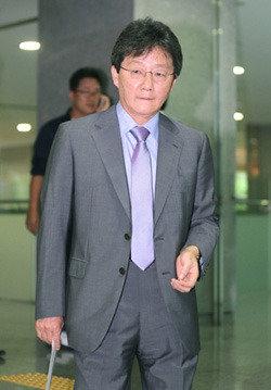 """""""유승민, '권력 탄압받는  피해자'  전략 쓰고 있다"""""""
