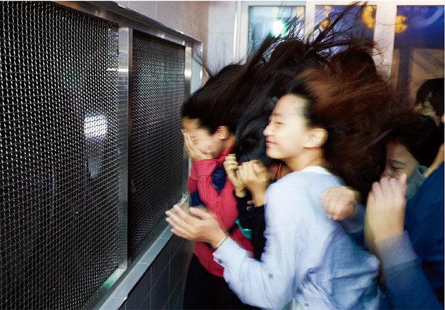 지진은 이런 거야! 태풍 에 날려봤니?