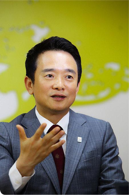 """""""핵무장 준비 공개 토론하자"""""""
