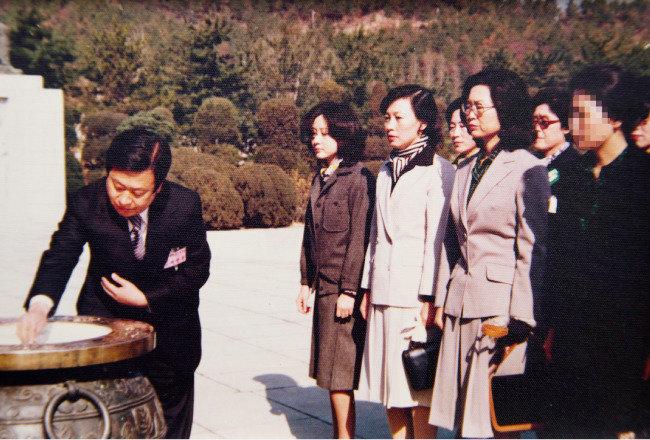 """""""최태민 일가는 박 대통령 돈도 빨아먹었다"""""""