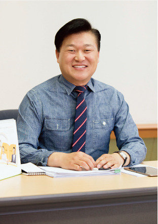 '일자리 MC' 맹활약  신용한 前 청년위원장