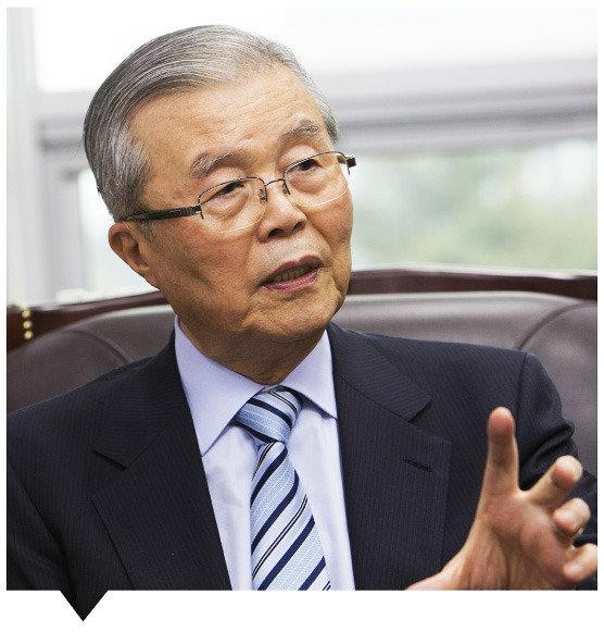 """""""문재인, 지지율에 속지 말라"""""""