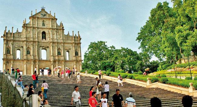 포르투갈 상인의 숨통 '카지노 왕국'의 한숨
