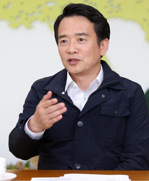 """""""바른정당은 '대선 플랫폼'  기득권 놓고 시작하자"""""""