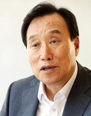 박근혜 '경제 가정교사'에서 문재인 '일자리 전도사'로