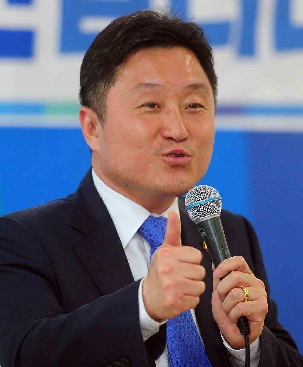 """'文 30년 동지' 최인호 국회의원 """"최측근인 내가 제2의 최순실 막겠다"""""""