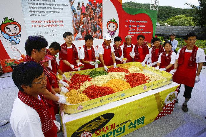 2017 화천 토마토 축제 현장 빨갛게 빨갛게 물들었네