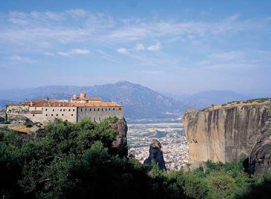 바위 꼭대기에 자리한 수도원 그리스 메테오라