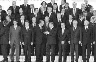 경제 거인, 정치 난쟁이, 군사 무지렁이 유럽연합의 얼굴