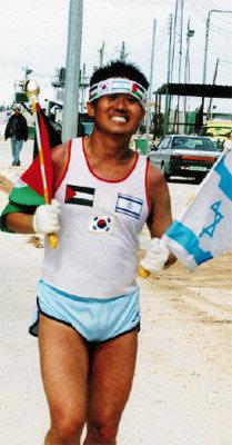 이스라엘·팔레스타인 국경 달린 아마추어 마라토너 강윤원