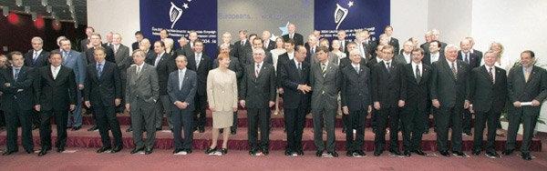 헌법안 통과시킨 유럽연합의 앞날