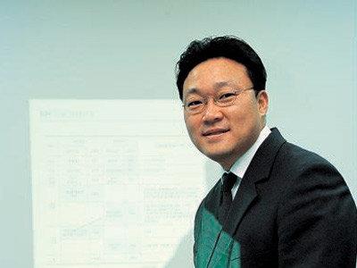 '34세 그룹 사령탑', 웅진 기조실장 윤석환