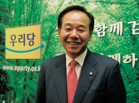'당 화합' 총대 멘 열린우리당 사무총장 염동연