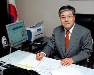'특별수사' 대부 김성호법무부 장관