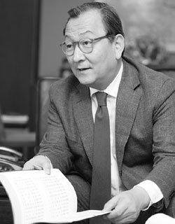 '기록관리' 국민훈장 받은 유영구 명지학원 이사장