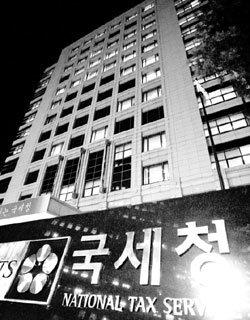 정상문 청와대 총무비서관 국세청 로비의혹 공방전