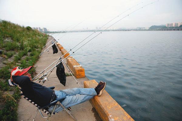 '도심 속 여유' 한강 낚시