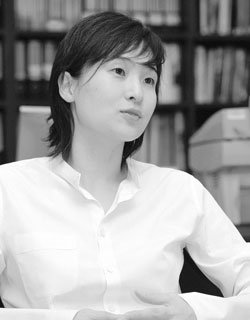 '신정아 사건' 1년, 가정교사 지낸 기자의 '그녀를 위한 변명'
