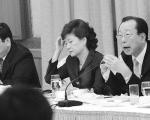 '광폭 행보' 박근혜의 대권 계산법